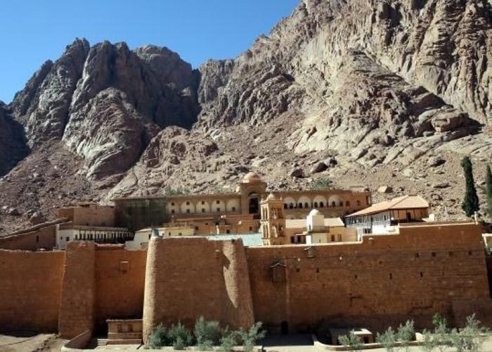 团队从圣凯瑟琳修道院(图)发现、写上经文的羊皮纸上寻回文献。
