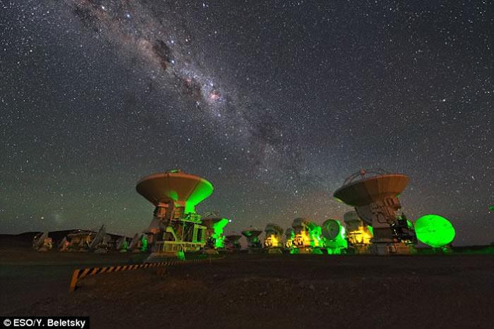 位于智利的具有高灵敏度及分辨率的阿塔卡玛毫米波/次毫米波阵列望远镜