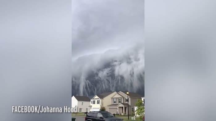 美国乔治亚州巨大海啸云从居民房屋后窜出 像要吞噬整个社区