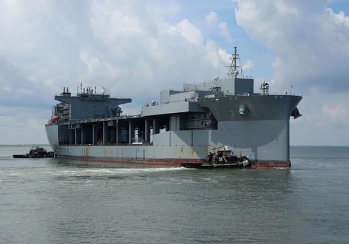 「路易斯·B·普勒号」(USS Lewis B. Puller , ESB-3)。