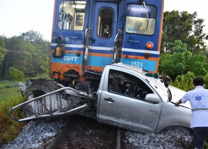 泰国黎逸府司机按GPS指示走捷径几乎被引往黄泉路 差点被火车撞死