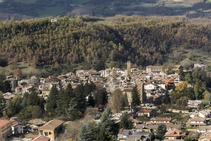 在2016年8-10月的意大利中部地震序列中,Amatrice村被彻底摧毁。