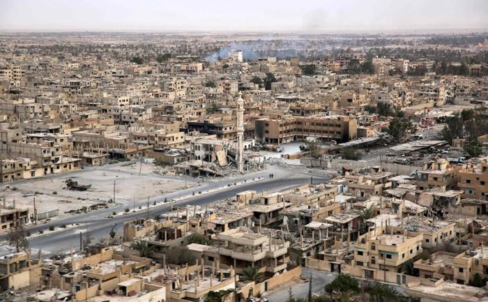 这个敍国城市正在慢慢重建。