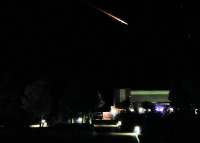 神秘橙光划过澳洲中部上空 是太空垃圾还是卫星?
