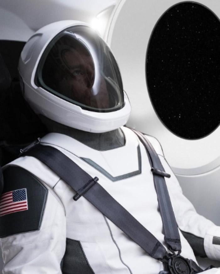 马斯克强调宇航服必须在美感及实用性上取得平衡。