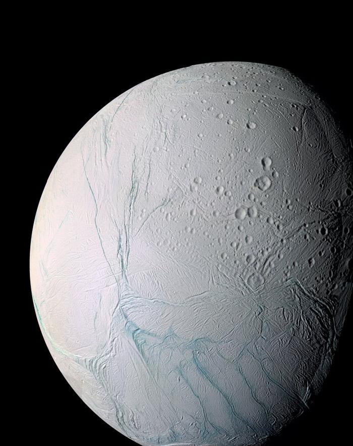 卡西尼号发现恩克拉多斯(图)上存有液态水。