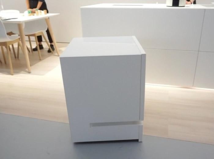 电冰箱是扫地机械人与迷你冰箱的结合。