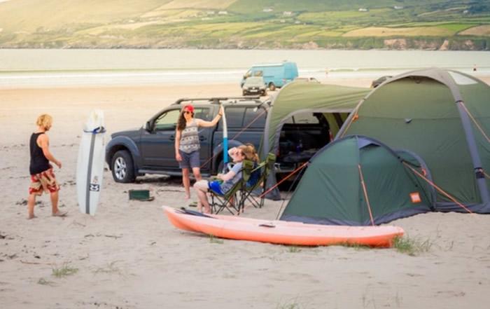该帐篷采用透气的防水尼龙制成。