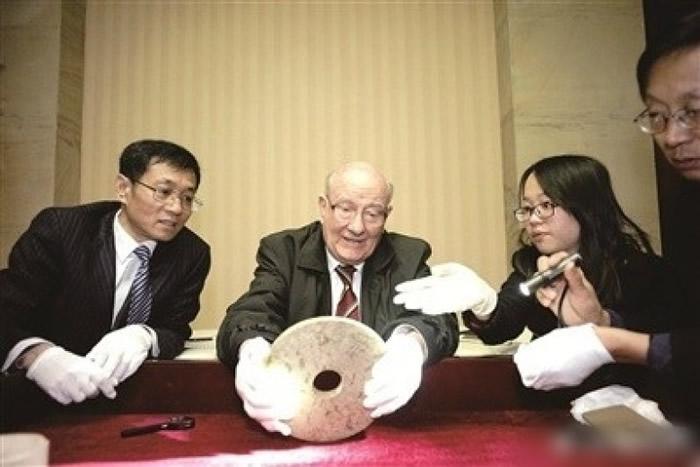 从良渚遗址挖掘出来的文物,多为玉器及陶器。