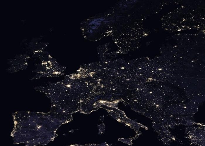 国际太空中心分享了一段由非洲至俄罗斯的夜空俯瞰片段。