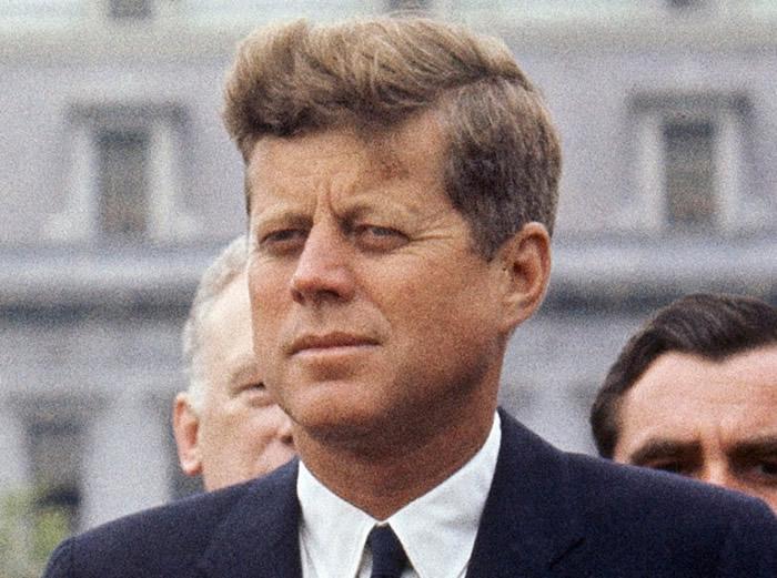 美国前总统肯尼迪遇刺丧生。