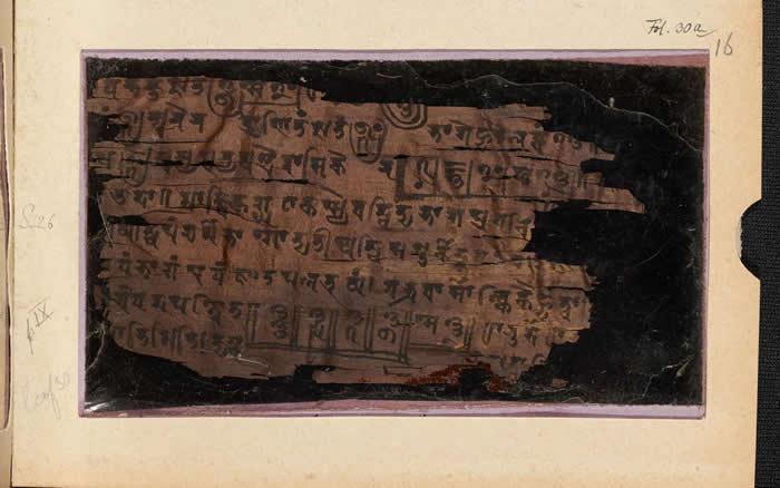 16开手稿的「前」页(右页),年代介在公元224至383年间。 PHOTOGRAPH BY BODLEIAN LIBRARIES, UNIVERSITY OF
