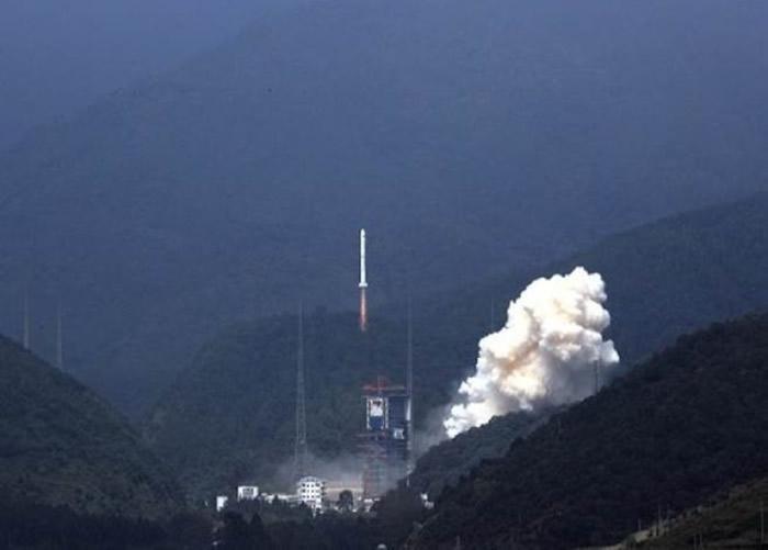 中国长征二号丙火箭成功发射升空