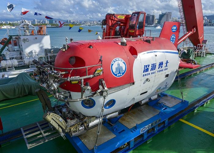 """中国新型载人潜水器""""深海勇士号""""。"""