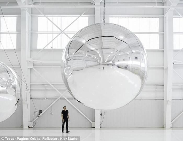 帕格勒恩(图)称反射器是一个新简约主义雕塑。