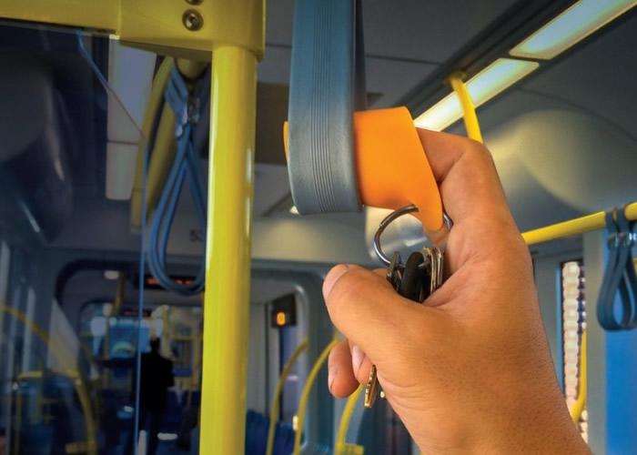戴上随身防菌指套便可避免接触细菌。