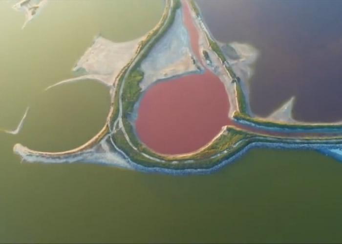 """网民赞美盐湖有""""不加雕琢的美丽""""。"""