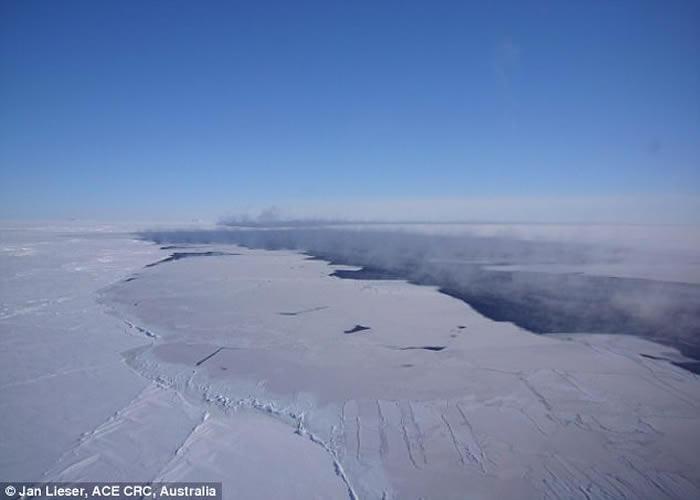 冰间湖是为极圈内的特殊现象。