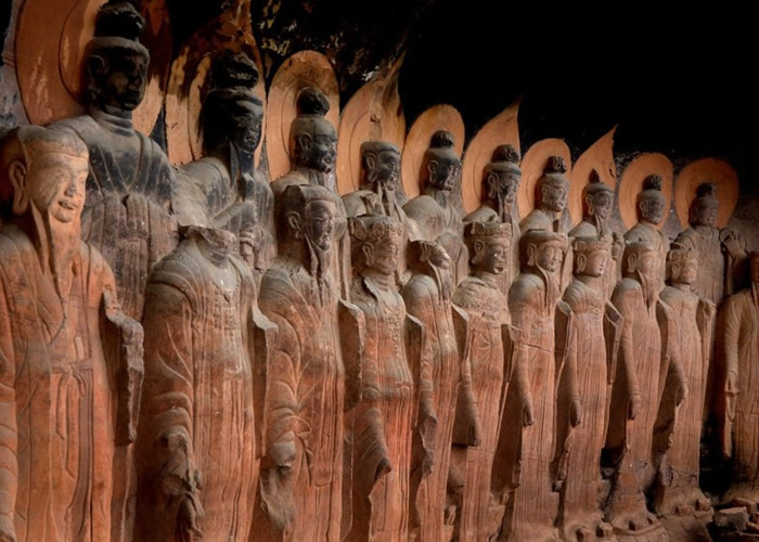 部分佛龛除受严重风化,亦受到人为破坏。