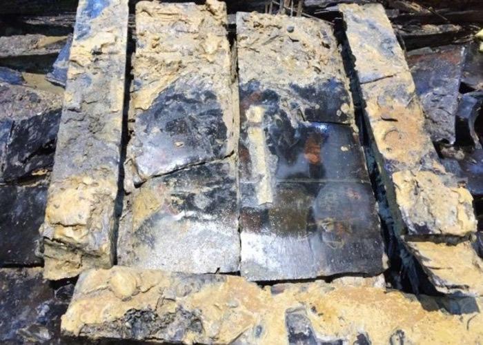 考古人员在海昏侯墓出土的孔子衣镜上找到新的发现。