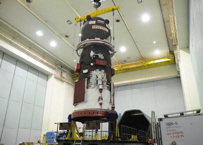 载货太空船载有大量燃料和空间站所需补给物。