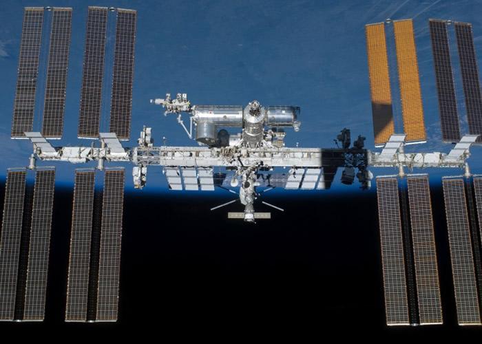 太空船将自动与空间站(图)对接。