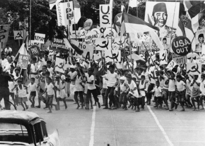 """""""930事件""""初期,大量印尼共产党员上街支持。"""