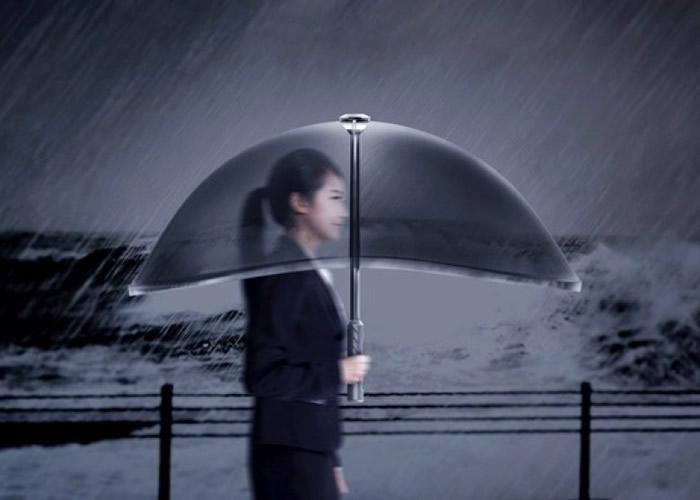 充气伞外型与一般雨伞差不多。