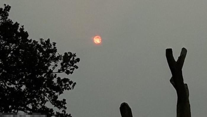 在伍尔弗汉普顿上空的太阳,看来有点诡异气氛。