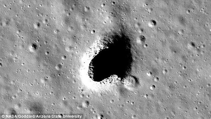 """日本探月卫星""""辉夜""""发现月球地下巨大坑洞 或发现有水存在的证据"""