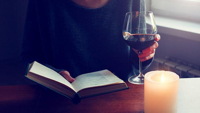 实验证明喝少量的酒会让你的外语说得更好