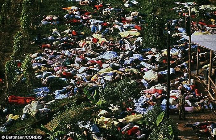 """死亡邪教""""人民圣殿教""""1978年在南美洲盖亚那制造令人震惊的913人集体自杀恐怖事件"""