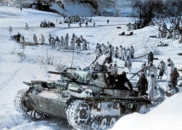 纳粹德军在雪地遭到重重包围。