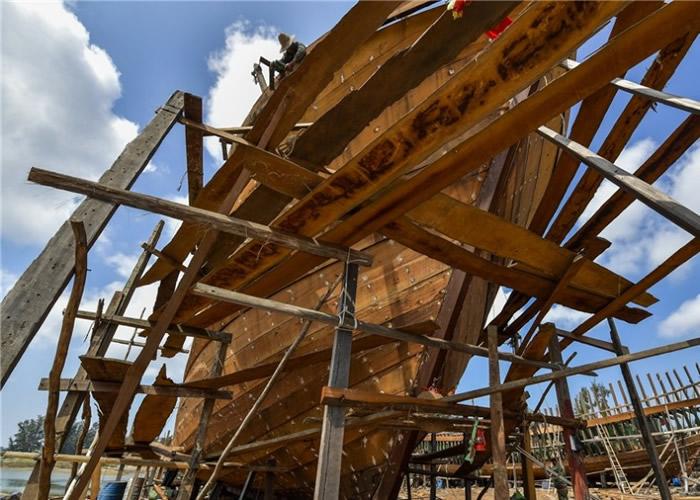 大木船正加紧制造。