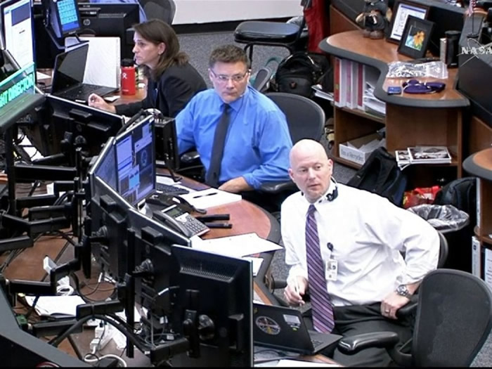 休斯敦太空中心的工作人员大为紧张。