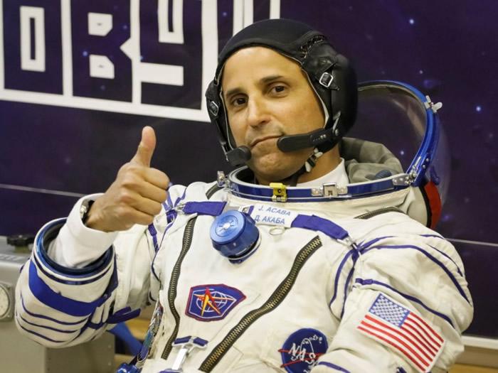 阿卡巴的喷射背包发生故障,为NASA首次。