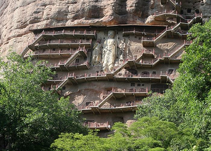 麦积山石窟有32个洞窟被指属一级风险最为严重。