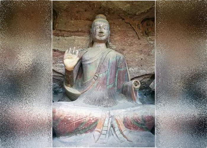 石窟内的佛像出现破损。