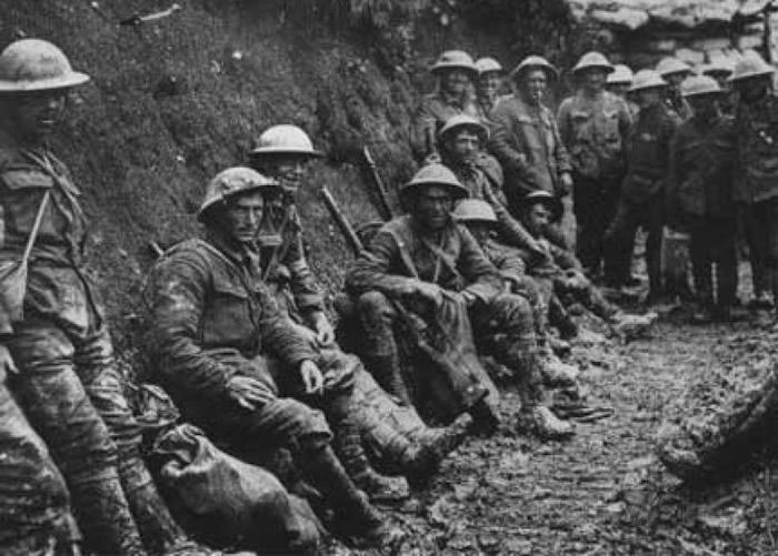 战争令不少年青人被迫与亲友分离。