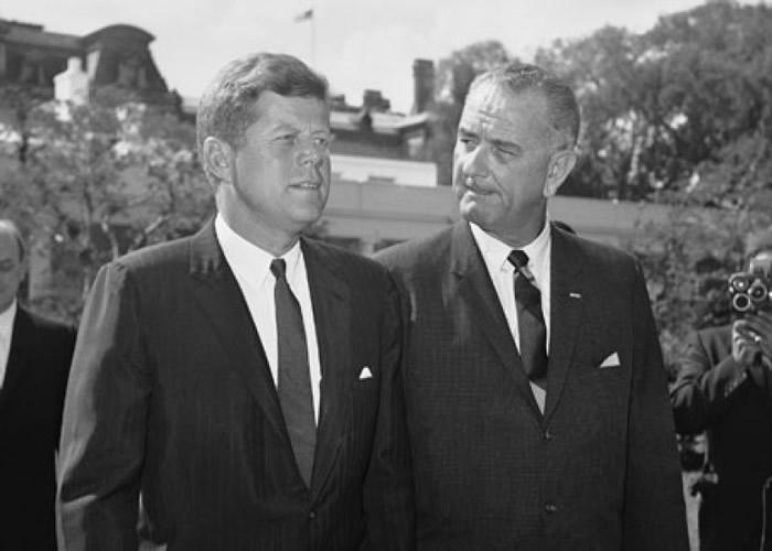 詹森(右)曾任肯尼迪(左)的副手。