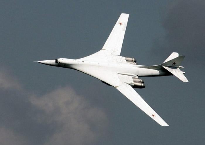 俄罗斯Tu-160海盗旗战略轰炸机
