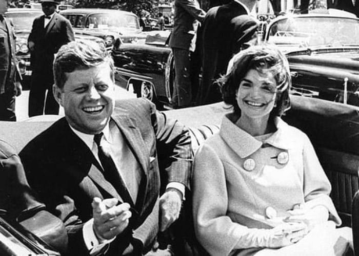 约翰?肯尼迪(左)早年被刺杀。