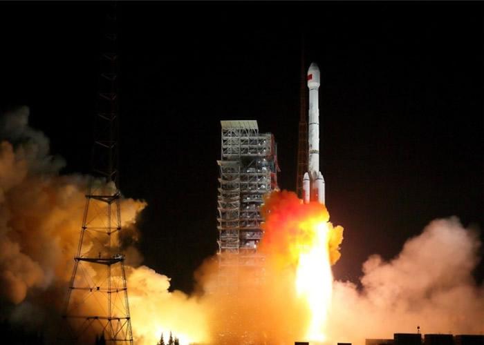 """长征三号乙运载火箭以""""一箭双星""""方式成功发射两颗北斗导航卫星。"""