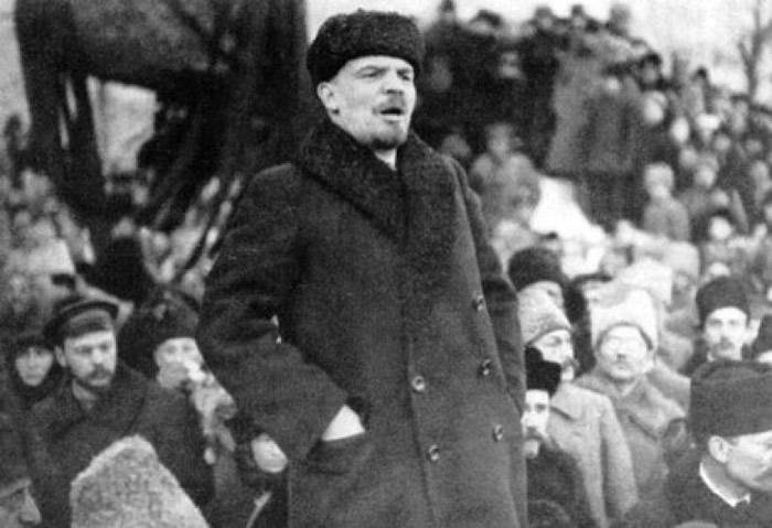 列宁力排众议,宣布武装起义。