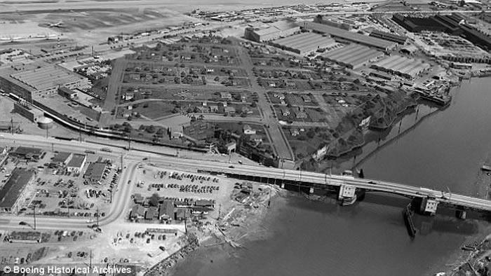 美国二战最大秘密工厂曝光 伪装成小镇造7000架B-17