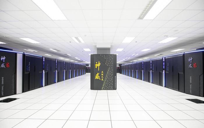 中国的「神威」太湖之光超级电脑以每秒9.3亿亿次的浮点运算蝉联榜首。
