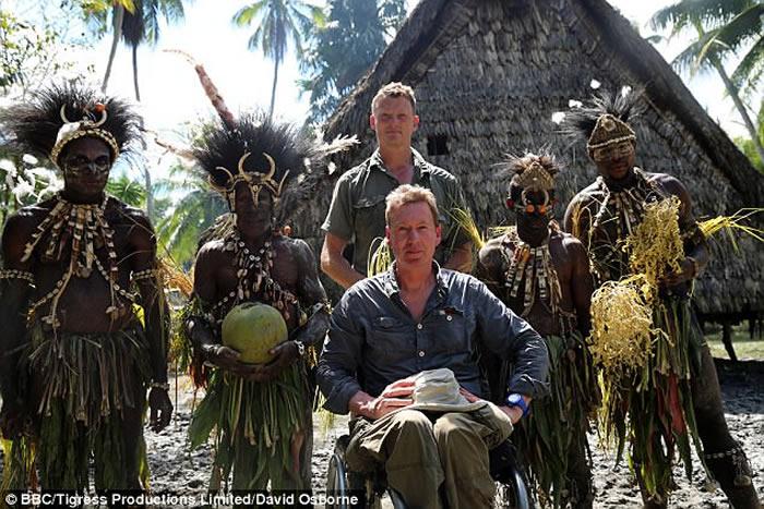 英国探险家Benedict Allen前往巴布亚新几内亚寻找消失的原始部落亚佛族