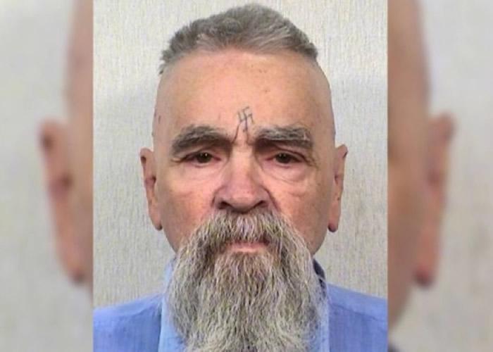 """美国史上恶名昭彰的杀人集团""""曼森家族""""领袖曼森在加州监狱内死亡 终年83岁"""