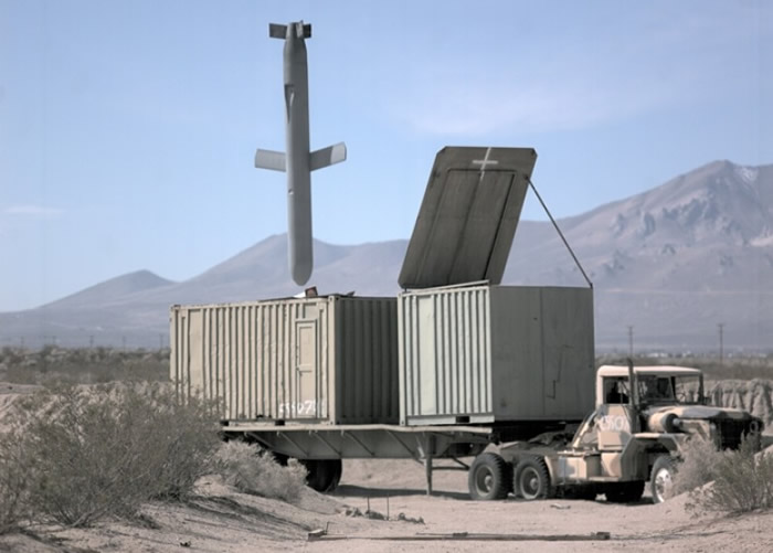 战斧巡航导弹可准确攻击地面目标。