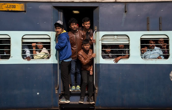 肇事列车载满客人。